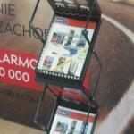 Black-Brochure-Stand